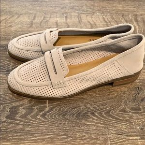 NWOB Lucky Grey Perforated Suede Caylon Loafer